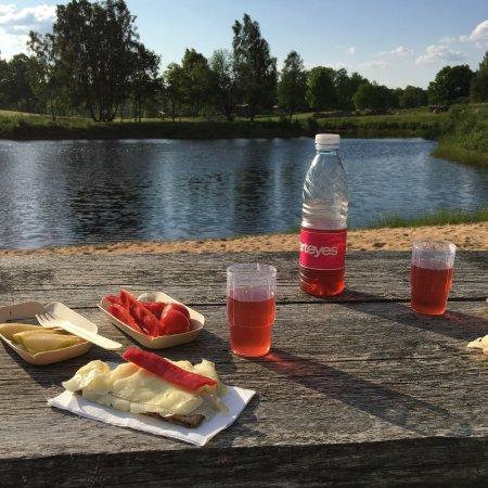 Orkelljunga, Suecia: Stemningsbilleder fra både området og terrassen i restauranten