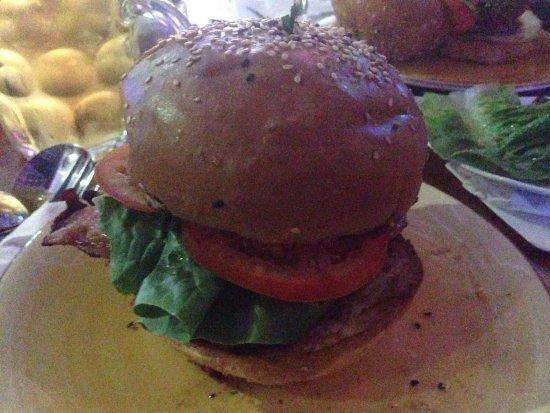 Nerang, Avustralya: The super yummy beef burger 👍