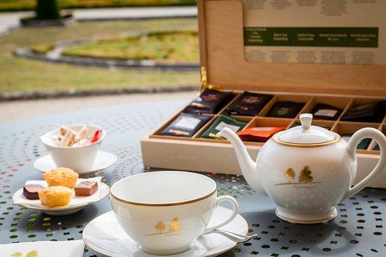 Augerville-la-Riviere, France: Un thé en terrasse