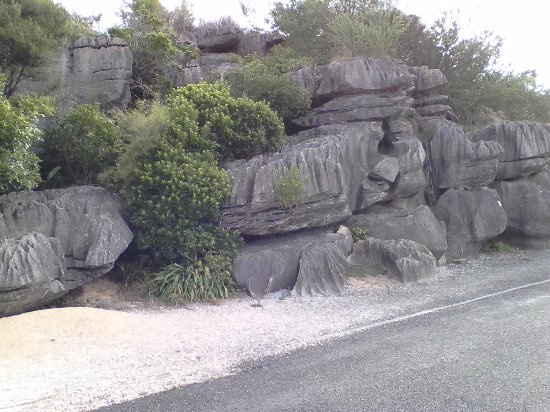 Takaka, Nova Zelândia: The rocks out at the entrance