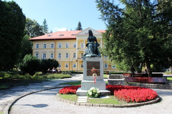 Statue of Empress Elisabeth