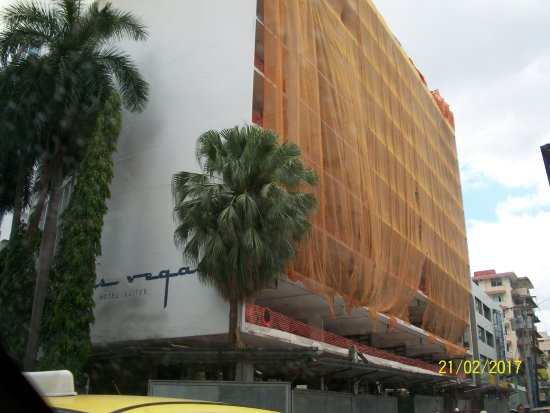 Las Vegas Hotel Suites: front covered for construction