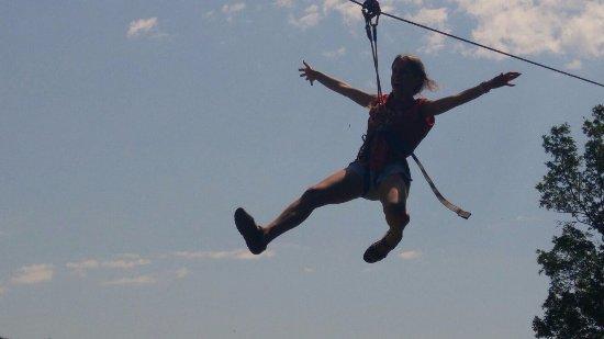 Campdevanol, Spania: Volando por las tirolinas gigantes!