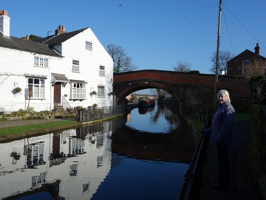 Lymm, UK: Located only minutes from the Bridgewater canal