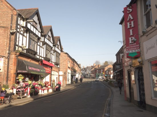 Lymm, UK: Located in the heart of the village