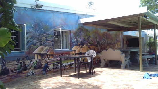 Island Vibe Port Elizabeth: Rückwand des Hostels