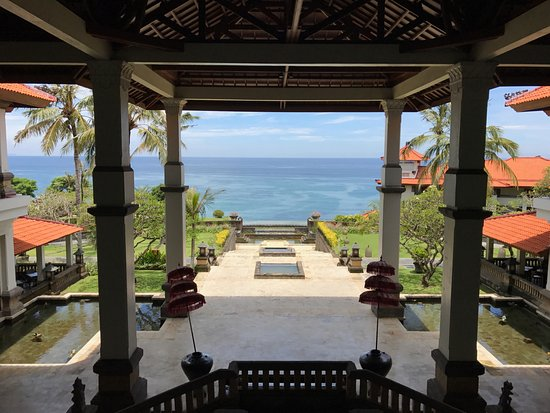 Hilton Bali Resort: View to the ocean from the Lobby