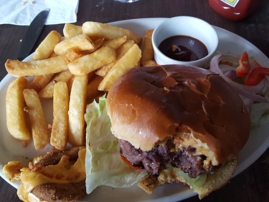 Heswall, UK: Dee view burger with tender juicy meat