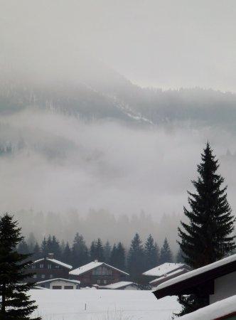 Hotel Zum Postillion: Blick auf die schöne Bergwelt im Frühnebel