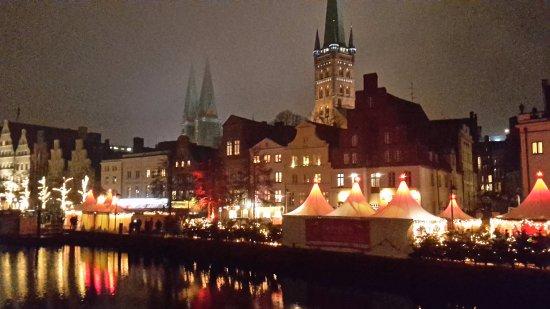 Lübecker Weihnachtsmarkt: Ved volden