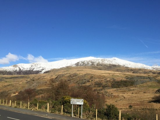 Rhydd Ddu, UK: View of snowdon from outside the hotel