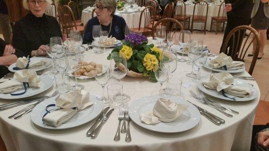 Selvazzano Dentro, อิตาลี: Un tavolo preparato con cura al Ristorante Piroga