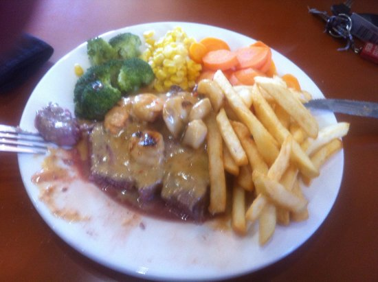 Burnie, Australia: This is what $37 gets you at Mecca a plate full of crap
