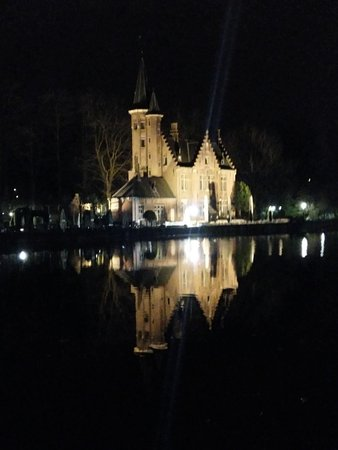 Night view over the lake!