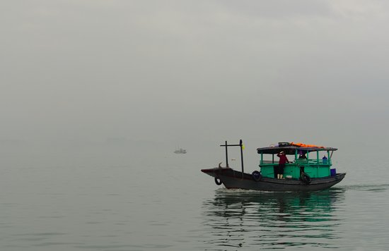 Ha Long Bay Daily Tours: A lonely boat