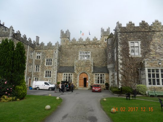 Waterford Castle Hotel & Golf Resort: Front of Hotel