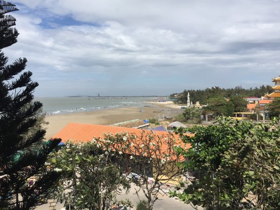Some views of the beach at Long Hai When you are hungry, freshly barbecued seafood on the beach