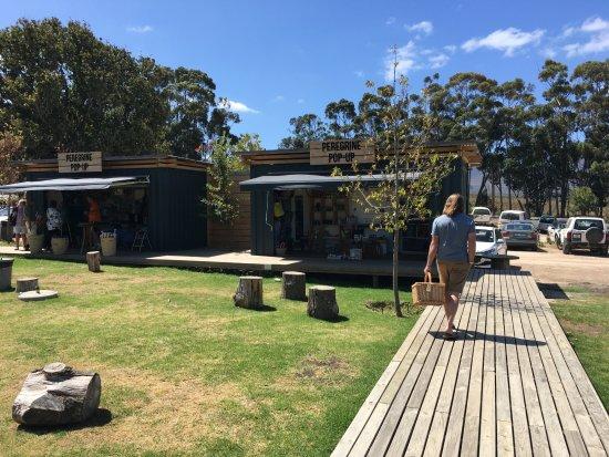 Grabouw, Güney Afrika: The courtyard at Peregrine Farm Stall