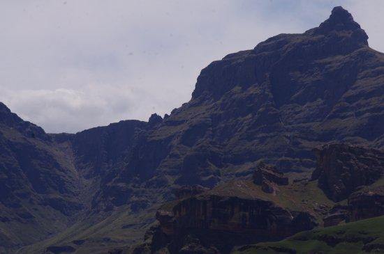 KwaZulu-Natal, Sydafrika: Rhino Peak from halfway along the trail