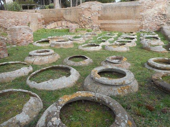 Ostia Antica, Italy: Pots