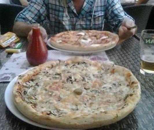 Pizzeria Napoli: Awesome pizzas