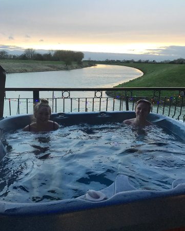 Coningsby, UK: Beautiful views and the luxury of a hot tub !