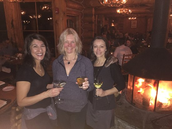 Pine Creek Cookhouse: Drinks after a tough journey