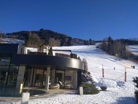 Sankt Johann im Pongau, Austria: Ski in ski out. (or snowboard in my case)