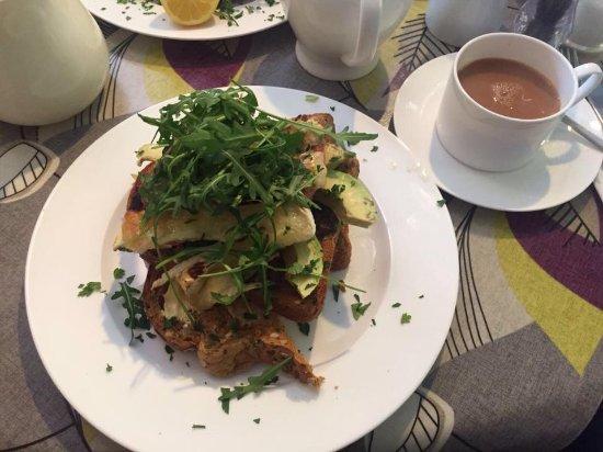 Alfriston, UK: Bacon, Brie, Avocado, Rocket Open Sandwich