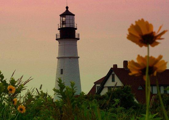 Cape Elizabeth, ME: Sunrise at Portlandhead light