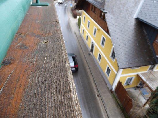 Nussdorf am Attersee, Austria: Blick vom anderen Balkon auf die Hauptstraße