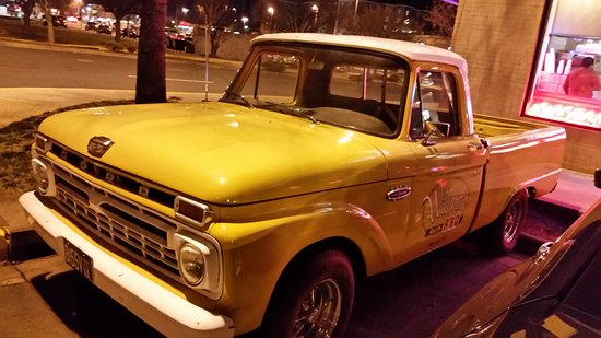 Willards Bbq: Old pickup out fron.