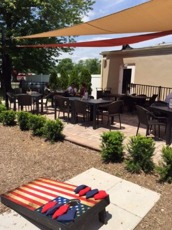 Warrenton, VA: Our patio with cornhole