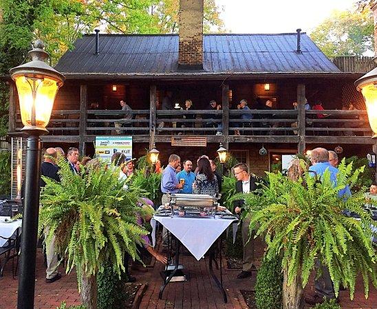 Abingdon, VA: Outdoor dining event in the beautiful garden.