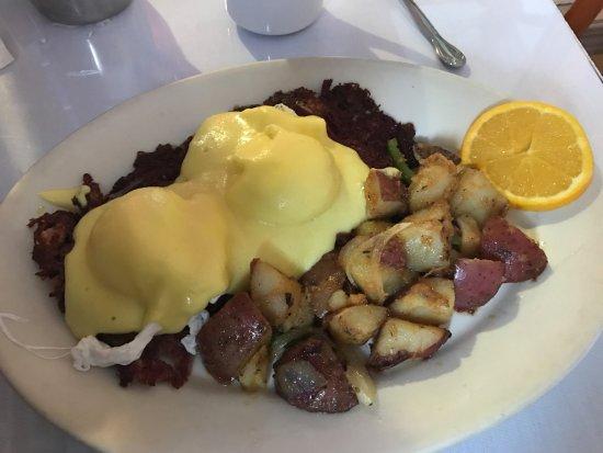 Roxanne Cafe: Corned Beef Sunrise