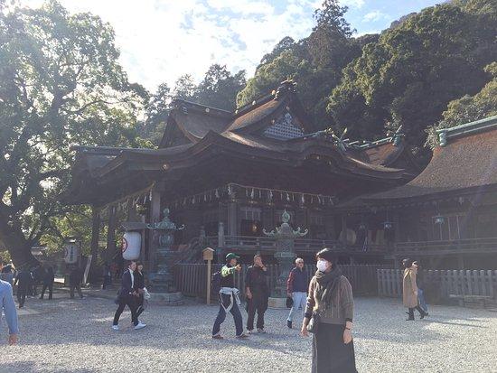 Kotohira-cho, Japón: 金刀比羅宮位於香川県海拔521公尺的象頭山上,全長總共1368級,大門口位於365階,大門上的匾額「琴平山」,是有栖川宮熾仁親王提筆,本宮就位於785階;由於金刀比羅宮是海上的守護神,所以許多