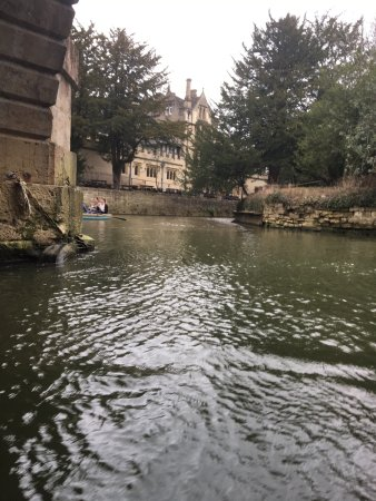 Magdalen Bridge Boathouse - Punting Tours