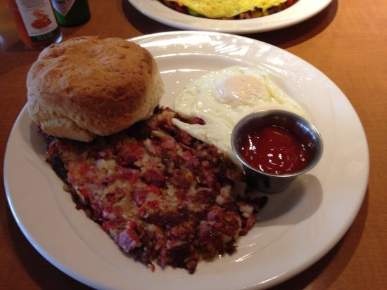 Snohomish, WA: Corned beef hash, fried eggs & big bisquit