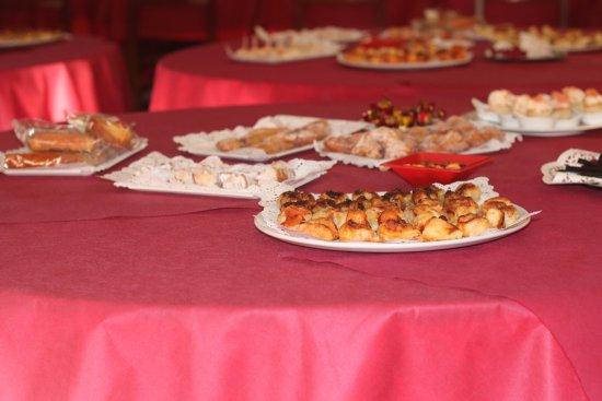 Fuentes de Ebro, สเปน: PARA TOMAR CAFÉ, rosquillas y empanadas caseras, bollería y crepes salados.
