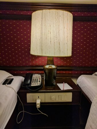 Anandha Inn Convention Centre & Suites: Standard Room between Beds