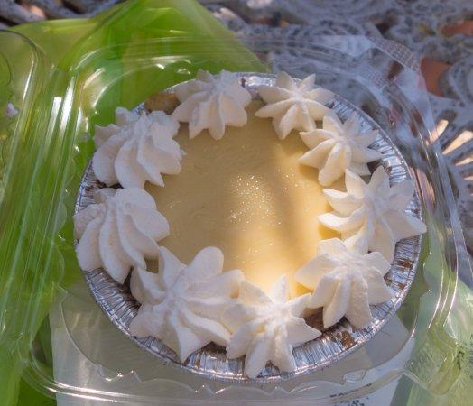 Summerland Key, FL: Individual key lime pie