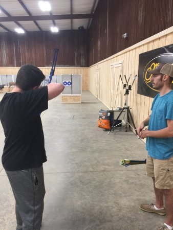 Nacogdoches, Τέξας: Excellent experience - inside with the handgun, inside with the bow, outside with the sniper rif