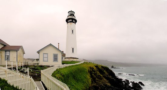 Pescadero, CA: Pigeon Point Lighthouse - Lighthouse, keeper's house