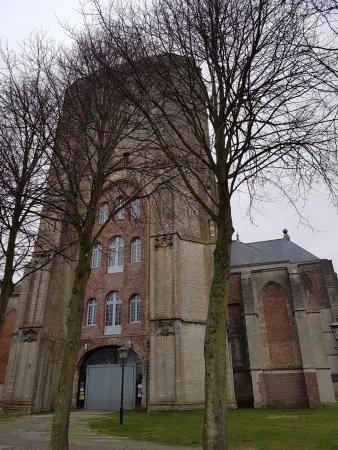 de Grote Kerk Veere uit 1521-Muziek Podium Zeeland: De ingang van de kerk met de grijze poort