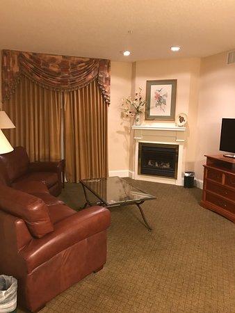 Many, LA: golf villa living room