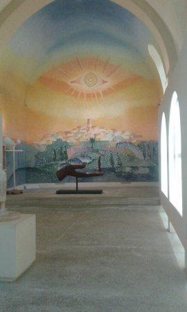 La Chapelle des Pénitents Blancs : mosaique et sculpture..
