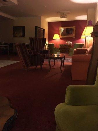 Hotel Alpha: lobi