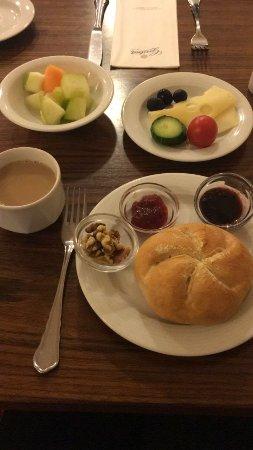 โฮเต็ล อัลฟา: kahvaltı