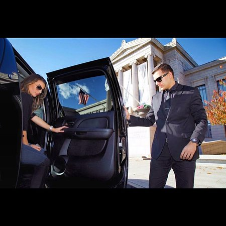 Manchester, NH: Aerial Limousine offers variety of transportation services for ANY occasion. Point-to-point/meet