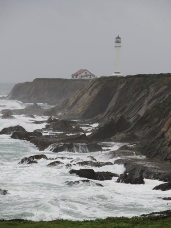 Point Arena, Kalifornia: View of the light house thru the raindrops